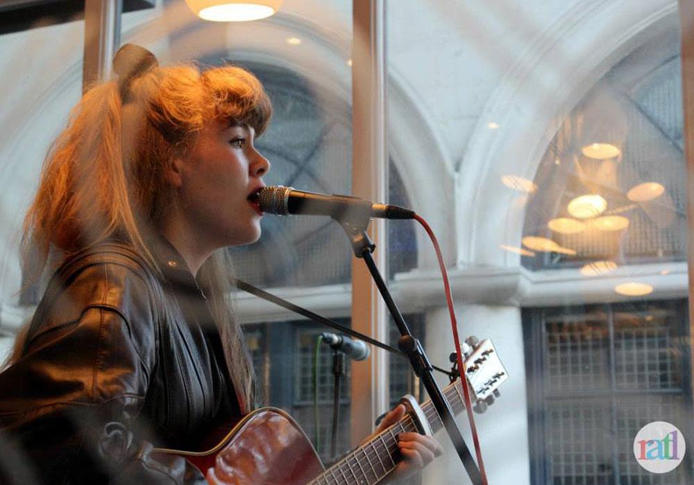 Leena Voxx performing in Xoxo